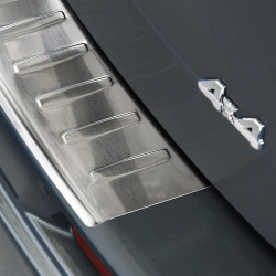 Suzuki SX4 ab Bj. 2006- bis heute Edelstahl Ladekantenschutz mit 3D Profil und Abkantung